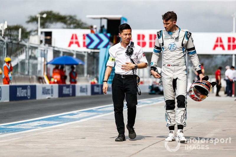 Edoardo Mortara, Venturi Formula E, walks with a Venturi team member