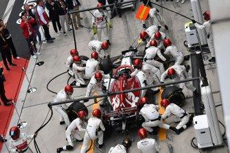 Sauber pit ekibi, Kimi Raikkonen, Alfa Romeo Racing C38 ile antrenman yapıyor