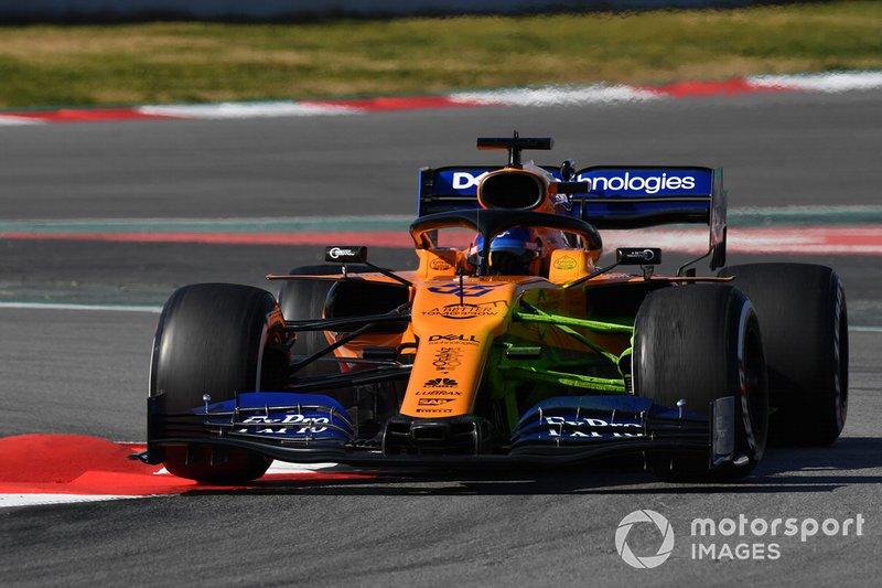 Carlos Sainz Jr., McLaren MCL34, con la vernice aerodinamica sulla sospensione anteriore