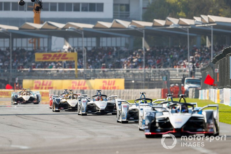 Edoardo Mortara, Venturi Formula E, Venturi VFE05 in the middle of the pack