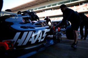 Les mécaniciens Haas F1 et Romain Grosjean, Haas F1 Team VF-19