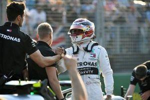 Lewis Hamilton, Mercedes AMG F1, celebrates pole with his mechanics