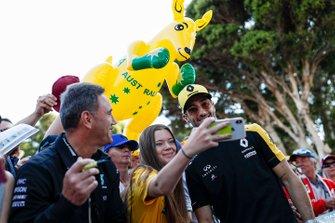 Daniel Ricciardo, Renault F1 Team poses for a selfie with fans