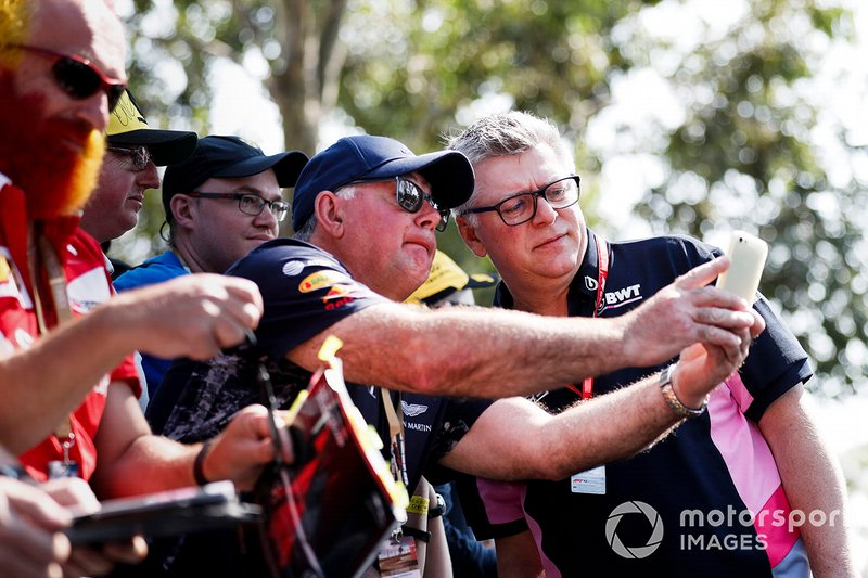 Otmar Szafnauer, Chief Operating Officer, Racing Point, with fans