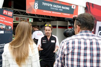 #8 Toyota Gazoo Racing Toyota TS050: Fernando Alonso get interviewed by Julia Piquet, Motorsport.com