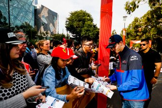 Daniil Kvyat, Toro Rosso poses for a selfie with a fan at the Federation Square event