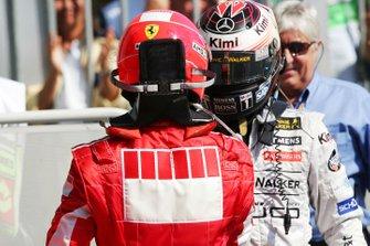 Michael Schumacher, Ferrari y Kimi Raikkonen, McLaren en Parc ferme