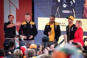 Nico Hulkenberg, Renault F1 Team, Daniel Ricciardo, Renault F1 Team, y Cyril Abiteboul, director del equipo