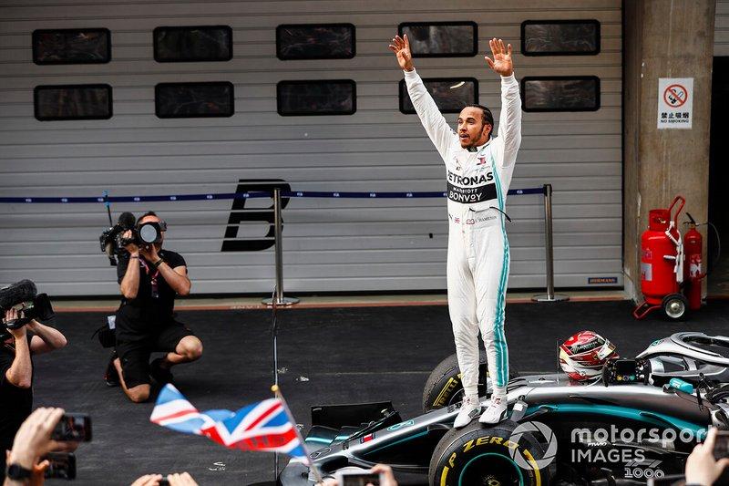 Le vainqueur de la course, Lewis Hamilton, Mercedes AMG F1 W10