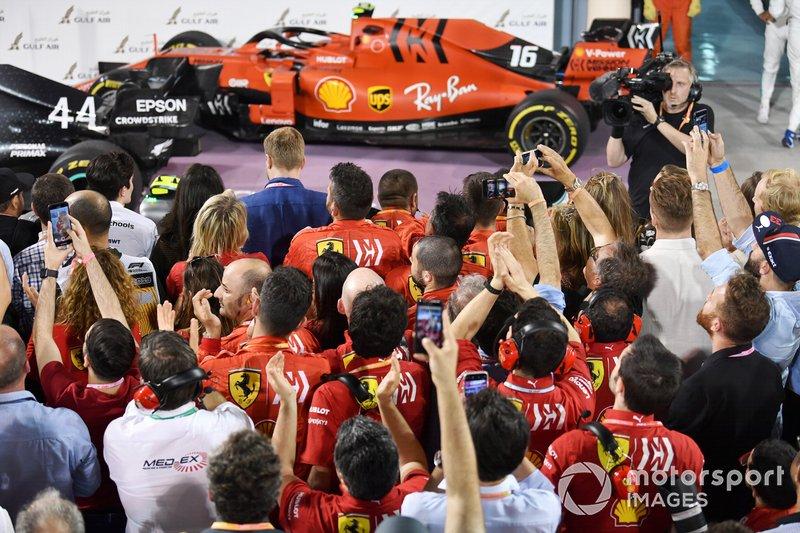 Personale Ferrari sotto al podio
