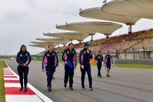 Lance Stroll, Racing Point, sur la piste avec son équipe