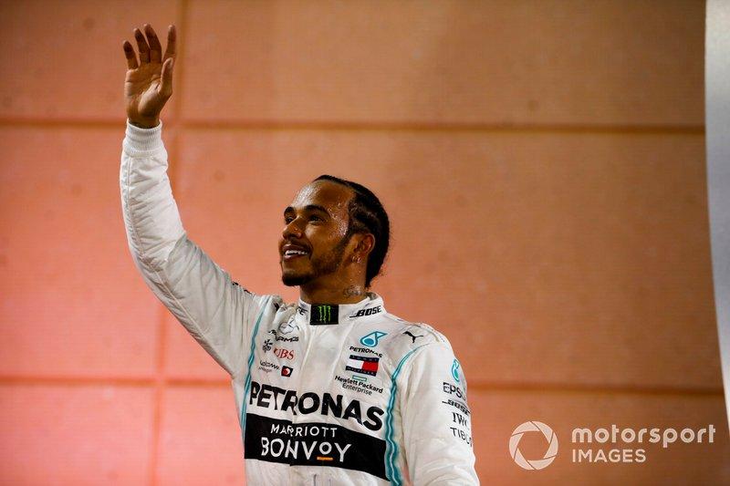 Lewis Hamilton, Mercedes AMG F1, vincitore, festeggia sul podio