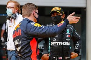 Max Verstappen, Red Bull Racing, gesticula a Lewis Hamilton, Mercedes-AMG Petronas F1