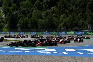 Callum Ilott, UNI-Virtuosi, leads Nobuharu Matsushita, MP Motorsport, Christian Lundgaard, ART Grand Prix, Mick Schumacher, Prema Racing, and the rest of the field at the start