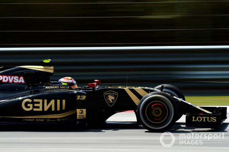 Pastor Maldonado, Lotus E23 with glowing brake disc