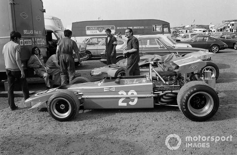 Mechanics with Silvio Moser's Bellasi Ford behind the transporter