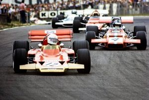 John Miles, Lotus 72B Ford, leads Piers Courage, De Tomaso 308 Ford