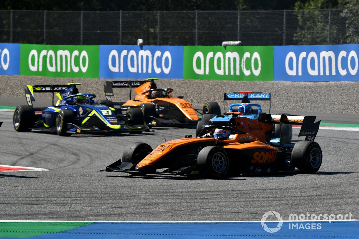 Sophia Floersch, Campos Racing, precede Enaam Ahmed, Carlin, e Alessio Deledda, Campos Racing