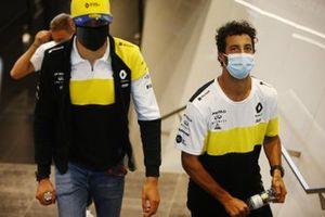 Daniel Ricciardo, Renault F1, and Esteban Ocon, Renault F1