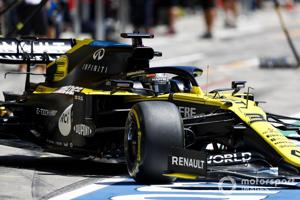 Daniel Ricciardo, Renault F1 Team R.S.20, lascia il garage