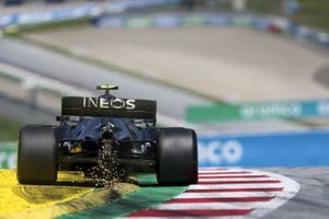 Sparks from the rear of Valtteri Bottas, Mercedes F1 W11 EQ Performance