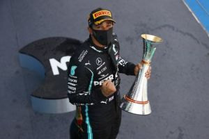 Lewis Hamilton, Mercedes-AMG Petronas F1, 1st position, with his trophy