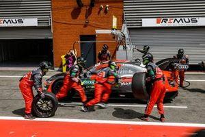 Loic Duval, Audi Sport Team Phoenix, Audi RS 5 DTM. pitstop