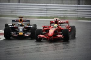 Felipe Massa, Ferrari F2007 y David Coulthard, Red Bull Racing RB3 Renaul