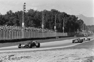 Clay Regazzoni, Ferrari 312B leads Jackie Stewart, March 701 Ford