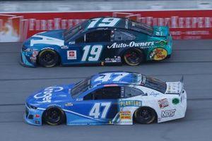 Ricky Stenhouse Jr., JTG Daugherty Racing, Chevrolet Camaro Kroger Martin Truex Jr., Joe Gibbs Racing, Toyota Camry Auto-Owners Insurance