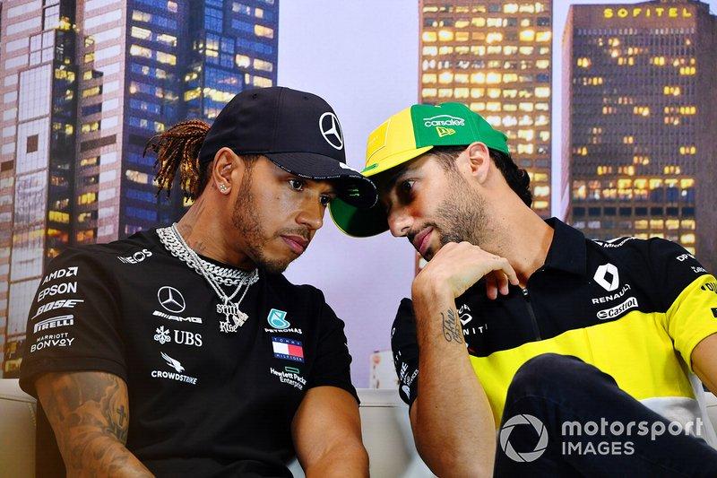 Lewis Hamilton, Mercedes-AMG Petronas F1, e Daniel Ricciardo, Renault F1, in conferenza stampa