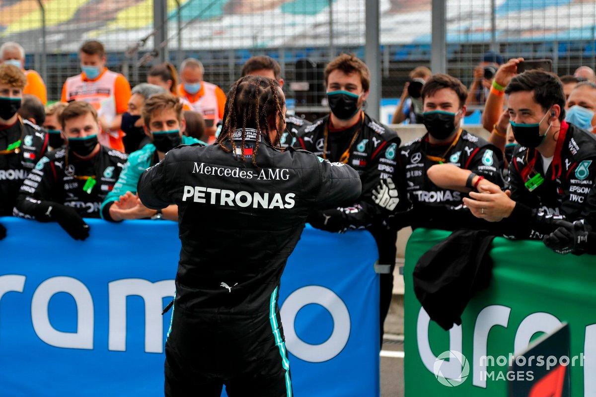 Race winner Lewis Hamilton, Mercedes-AMG Petronas F1 celebrates in Parc Ferme