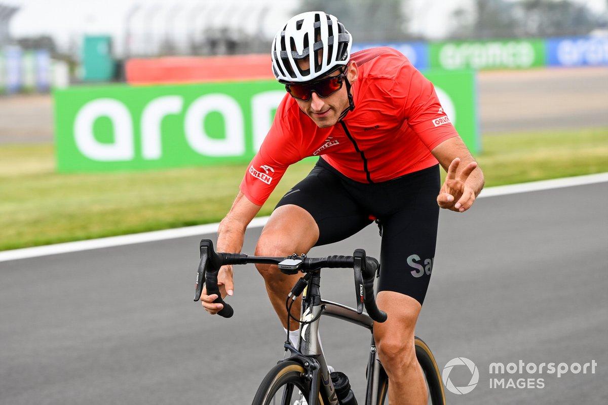 Robert Kubica, Alfa Romeo walks the track on a bike