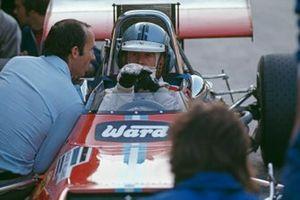 Frank Williams con Piers Courage, De Tomaso 505 Ford, en pits