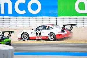 Michael Fassbender, Porsche Motorsport, ends up in the gravel under a crash at the start