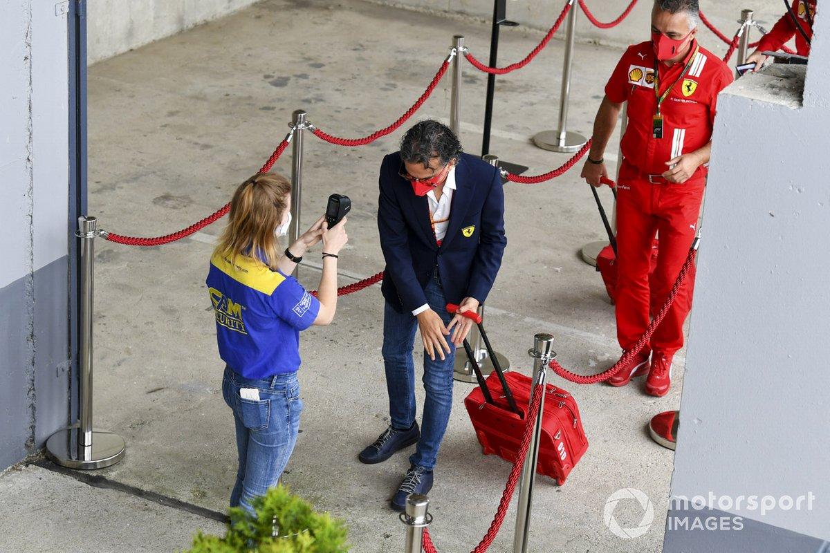 Laurent Mekies, Director Deportivo de Ferrari, llega al circuito