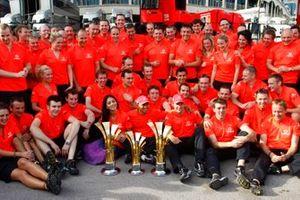 Lewis Hamilton, McLaren, Jenson Button, McLaren fêtent avec leur équipe
