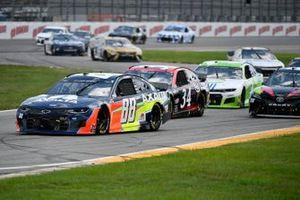 Alex Bowman, Hendrick Motorsports, Chevrolet Camaro Axalta, Michael McDowell, Front Row Motorsports, Ford Mustang Chicago Pneumatic