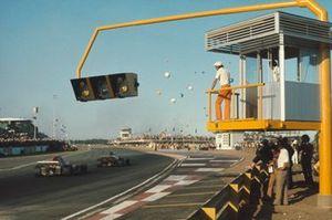 Henri Pescarolo, March 721 Ford, precede Ronnie Peterson, March 721 Ford, GP d'Argentina del 1972