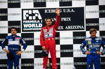 Podio: Secondo posto Jean Alesi, Tyrrell, Ayrton Senna, McLaren, primo posto, e Thierry Boutsen, Williams, terzo posto, GP degli Stati Uniti del 1990