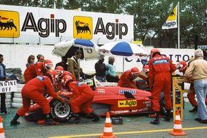 Stefan Johansson, Ferrari 156/85, lors des vérifications techniques