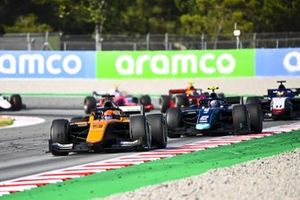 Jack Aitken, Campos Racing, leads Dan Ticktum, Dams, and Louis Deletraz, CHAROUZ RACING SYSTEM