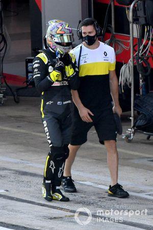 Daniel Ricciardo, Renault F1, en pit lane