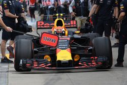Max Verstappen, Red Bull Racing RB13 pitstop