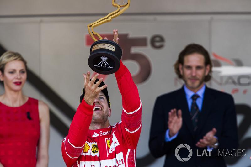 Sebastian Vettel, já na Ferrari, quebrou a escrita com um carro que seria superado por Hamilton mais tarde naquele ano.