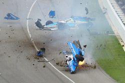 Crash: Scott Dixon, Chip Ganassi Racing, Honda; Jay Howard, Schmidt Peterson Motorsports, Honda