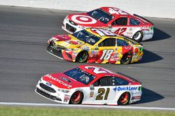 Ryan Blaney, Wood Brothers Racing Ford, Kyle Busch, Joe Gibbs Racing Toyota, Kyle Larson, Chip Ganas