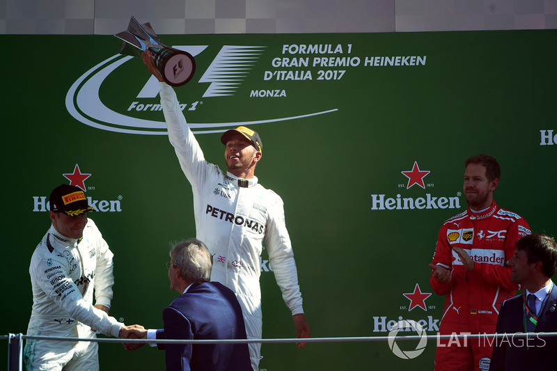 https://cdn-1.motorsport.com/images/mgl/2GD5KpoY/s8/f1-italian-gp-2017-podium-race-winner-lewis-hamilton-mercedes-amg-f1-second-place-valtteri.jpg