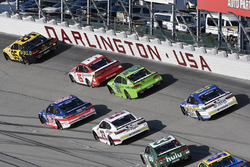 Майкл Макдауэлл, Leavine Family Racing Chevrolet, Даника Патрик, Stewart-Haas Racing Ford и Рид Соре