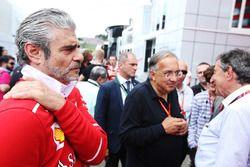Maurizio Arrivabene, Team Principal, Ferrari, Sergio Marchionne, directeur exécutif de Fiat Chrysler
